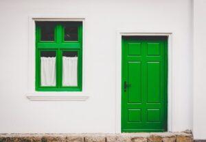 Klasszikus ajtó és ablak